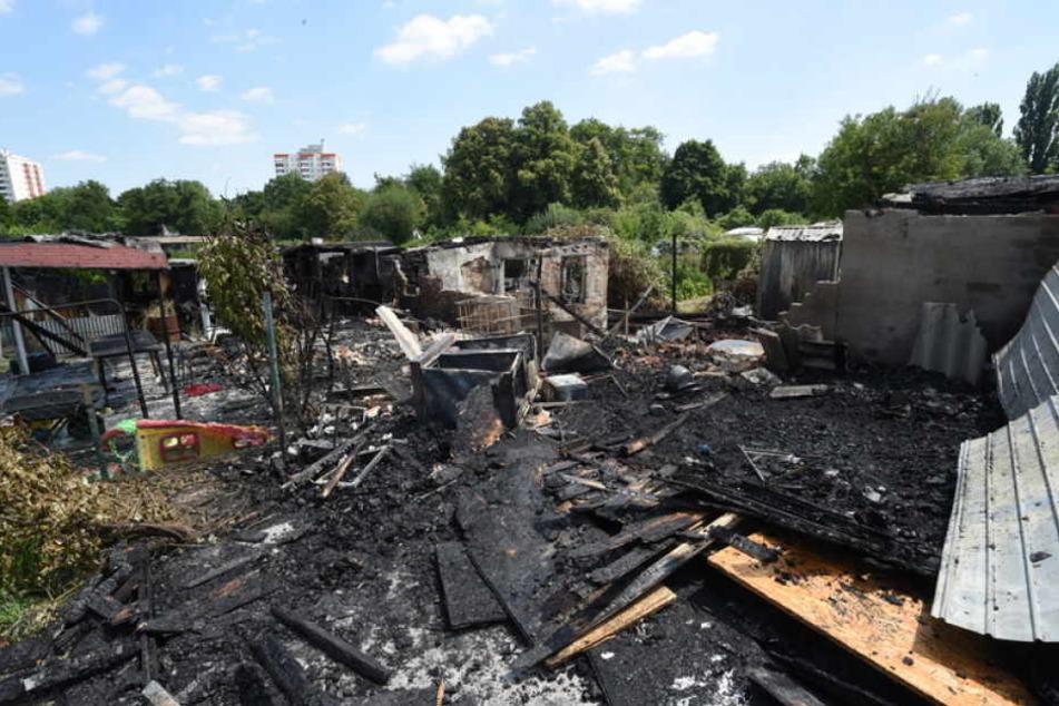 Insgesamt wurden in Frankfurt-Westhausen acht Hütten ganz oder teilweise zerstört.