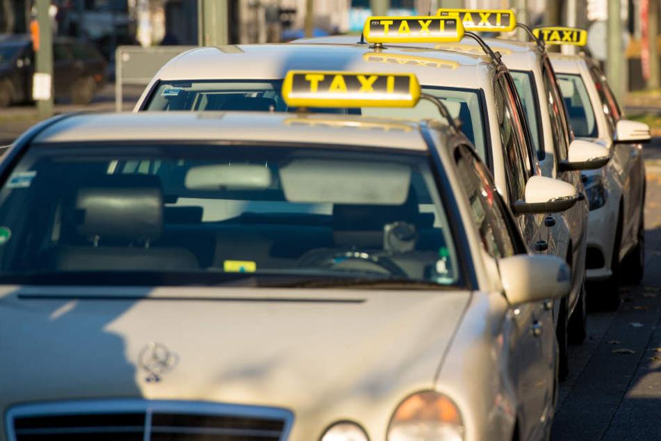 Donnerstagabend ging der Polizei am Flughafen Leipzig-Halle ein angetrunkener Taxi-Fahrer ins Netz (Symbolbild).
