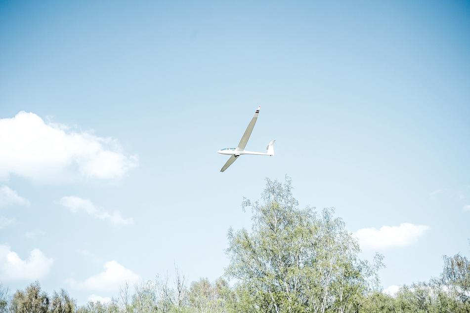 Nahe des nordhessischen Trendelburg ist am Sonntagnachmittag ein Segelflugzeug abgestürzt. Dabei soll ein Mensch ums Leben gekommen sein. (Symbolfoto)