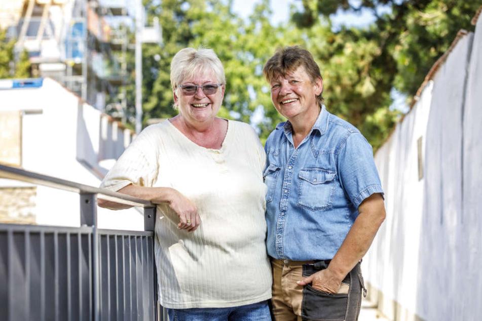 Seit mehr als zwei Jahrzehnten pflegen Angela (63, li.) und Gabriele Mierau (58) die tierischen Wahrzeichen von Torgau. In Liebe verbunden sind die beiden sympathischen Frauen seit 1988.
