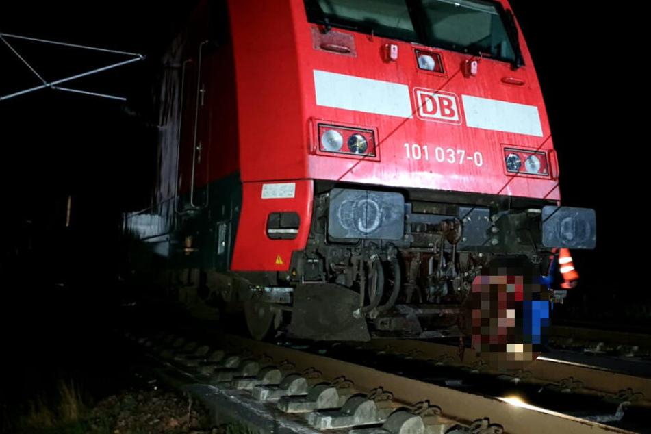 Berlin: IC knallt in Hirsch: 450 Menschen stecken im Zug fest