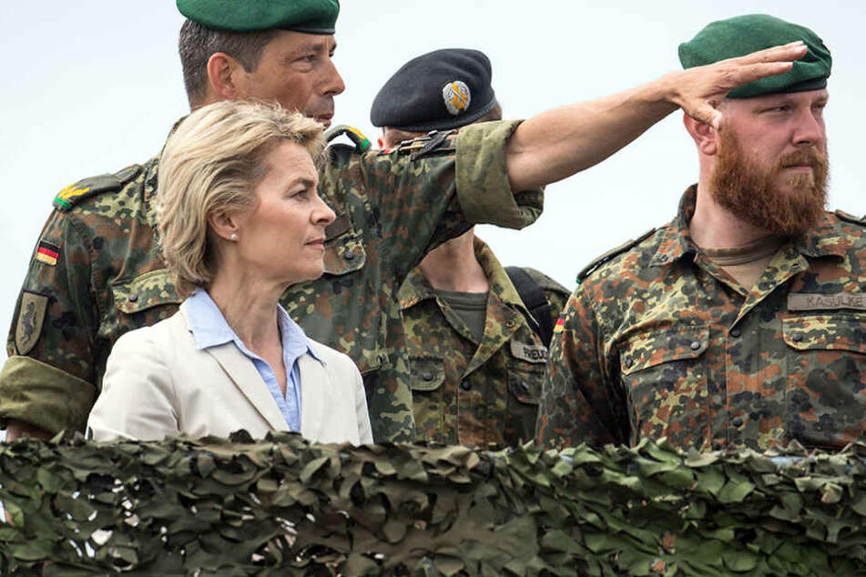"""Ursuly von der Leyen besuchte die Kaserne am """"Tag der Bundeswehr""""."""