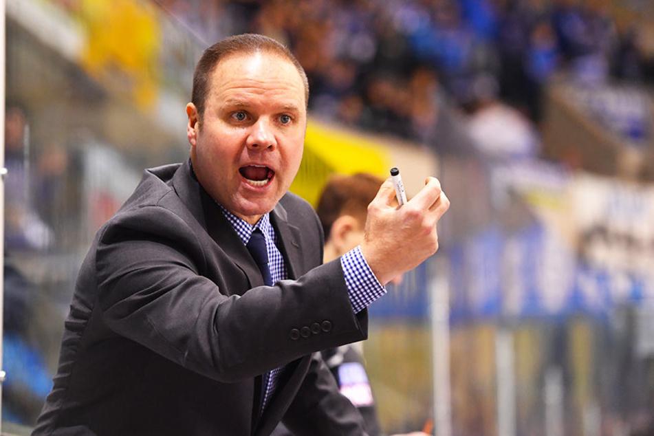 Eislöwen-Coach Bradley Gratton haderte im Freiburg-Spiel nur mir der Leistung seines Teams im Schlussdrittel.