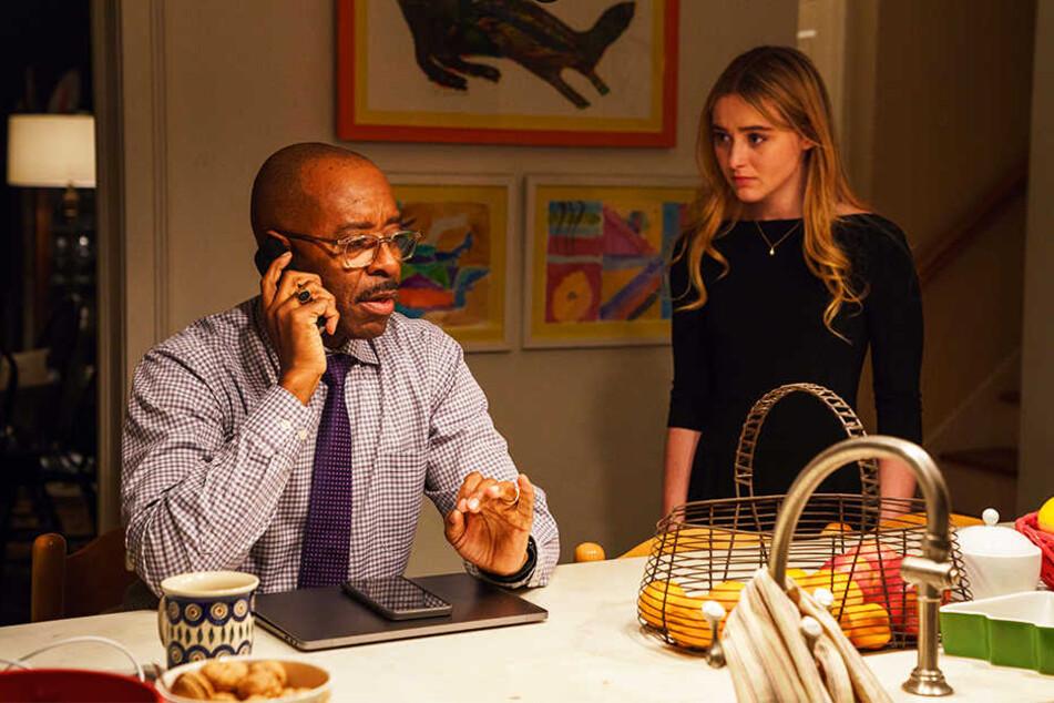 Hollys Mann Neal (Courtney B. Vance) und Tochter Ivy (Kathryn Newton) sind aufgrund der schweren Situation am Rande der Verzweiflung.