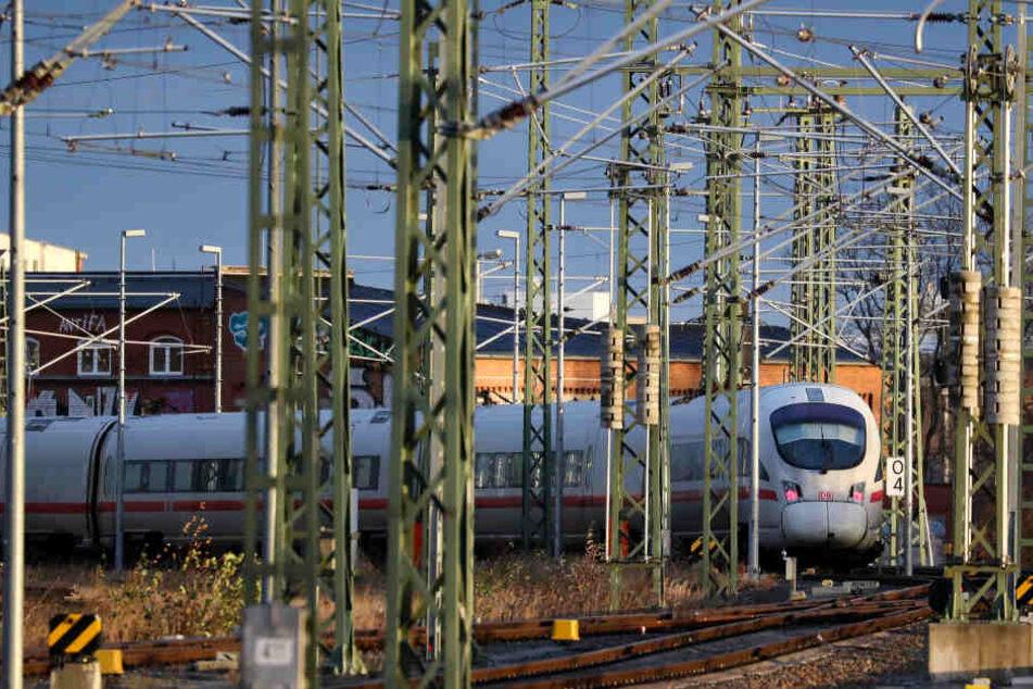 Auch am Hauptbahnhof Leipzig kam am Montagmorgen der Bahnverkehr fast vollständig zum Erliegen.