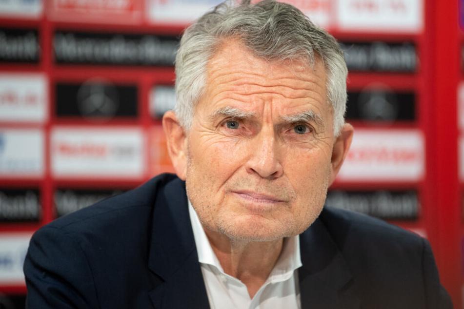 Der Präsident des VfB Wolfgang Dietrich bei einer Pressekonferenz.
