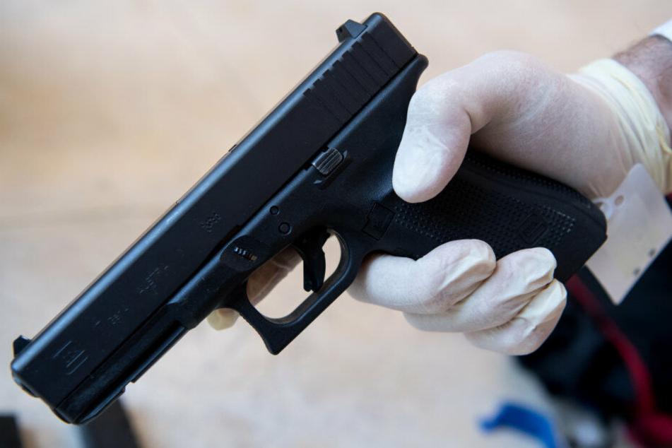 Die Waffe vom Typ Glock 17 wurde zur Fahndung ausgeschrieben. (Archivbild)