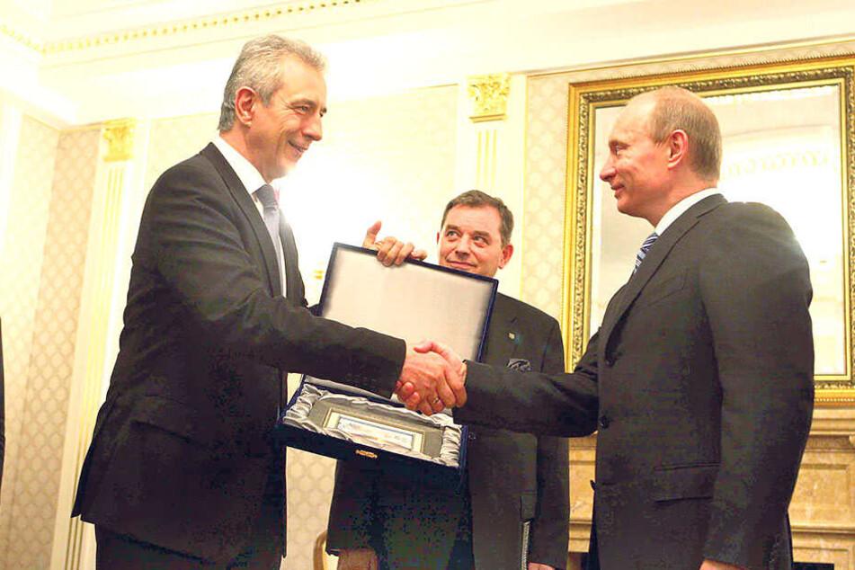 Bei Staatsbesuchen gibt es immer Geschenke. Hier ein Gemälde von Russlands Präsident Putin für Ministerpräsident Tillich in Moskau im Jahr 2009.