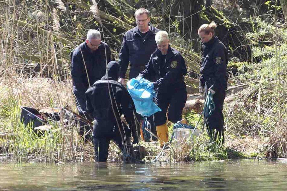 Im April 2016 entdeckten Spaziergänger am Ufer des Elsterbeckens einen Frauen-Torso.