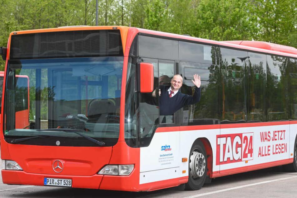 Der Bus von Jakub Sikora trägt aktuell sogar eine Werbung von TAG24.