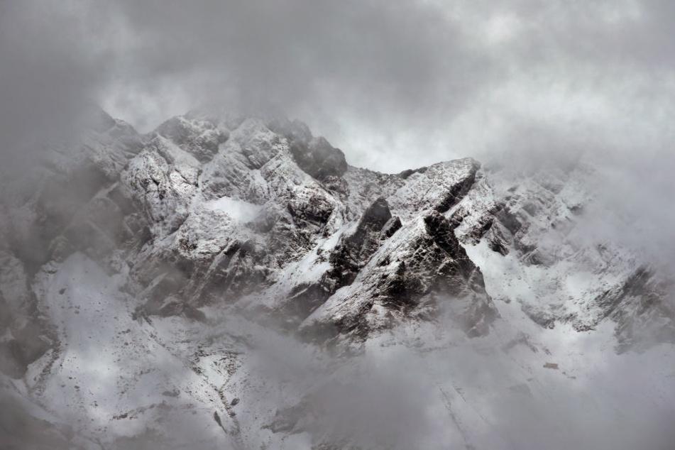 In den Allgäuer Alpen starb ein 51-Jähriger nach einer Bergtour.