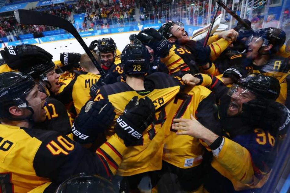 Das DEB-Team nach dem Halbfinal-Sieg gegen Kanada.