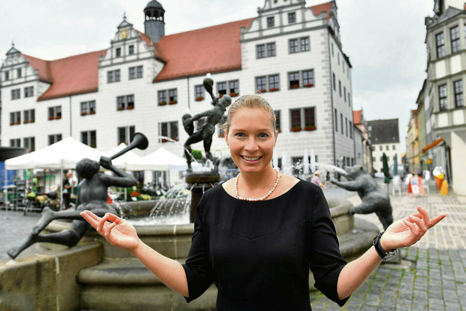 Oberbürgermeisterin Romina Barth (35, CDU) setzt 300 Euro Kopfgeld auf die Spielplatz-Chaoten aus.