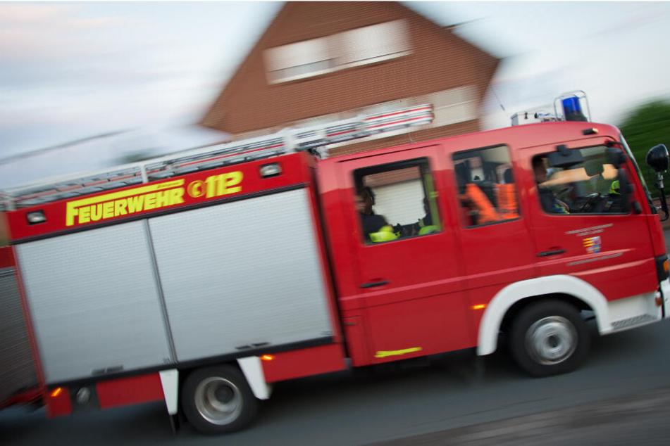 Die Feuerwehr löschte den Brand, dessen Ursache noch unklar ist. (Symbolfoto)