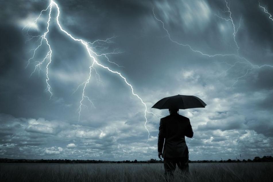 Die Sonne lässt sich vorerst nicht mehr in Sachsen blicken. Stattdessen erreichen uns Gewitter, Sturm und starker Hagel. (Symbolbild)