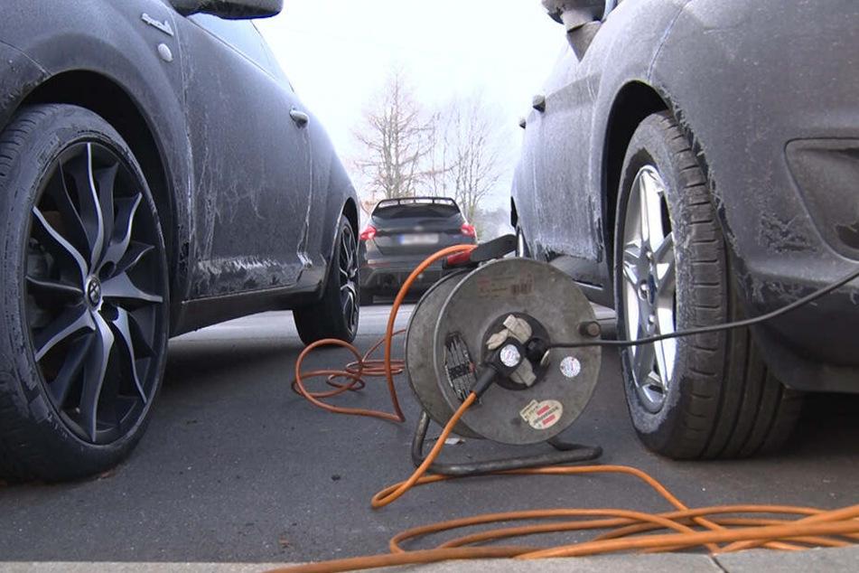 Einige Autofahrer brauchten an diesem Montagmorgen Starthilfe, denn bei der Kälte gab so manche Batterie auf.