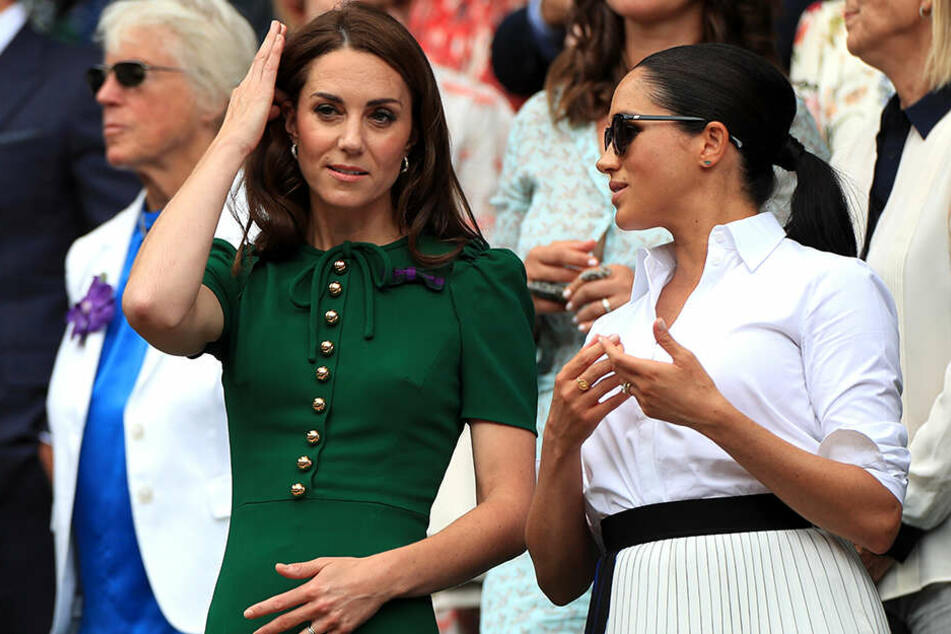 Kate (li.), Herzogin von Cambridge, und Meghan, Herzogin von Sussex.