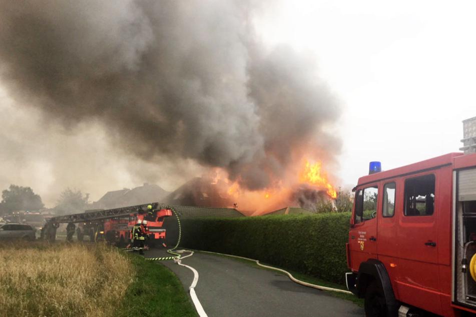 Als die Feuerwehr vor Ort eintraf, stand das Haus komplett in Flammen.