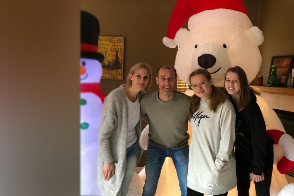 Merry Christmas and a Happy New Year: Joe Enochs verbringt die Weihnachtsferien mit Ehefrau Gunilla und den Töchtern Sophie und Emily (r.) in Kalifornien.