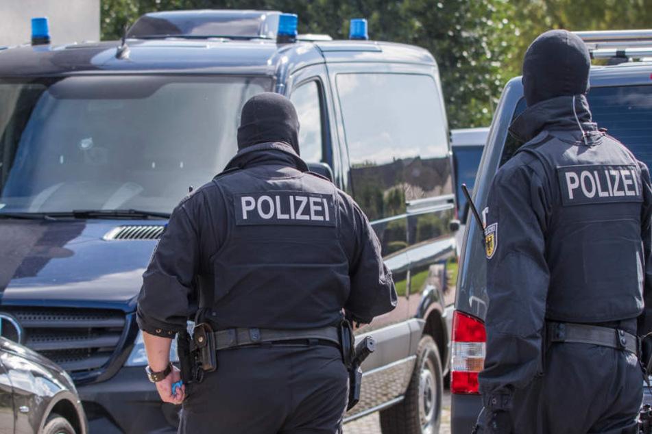 Insgesamt waren 135 Polizisten an der Razzia beteiligt. (Symbolbild)