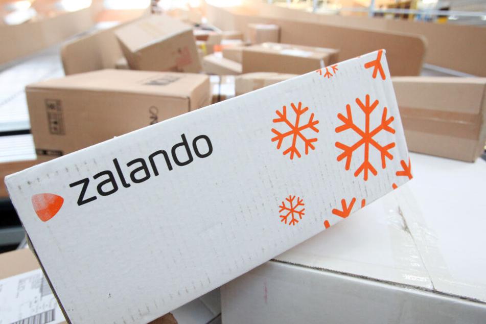 Der Online-Händler Zalando will klimaneutraler werden (Symbolbild).