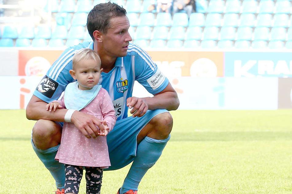 Tim Danneberg erholt sich mit seiner Familie seit einer Woche in Makadi Bay am Roten Meer in Ägypten. Mit dabei natürlich auch das einjährige Töchterchen Lotta.