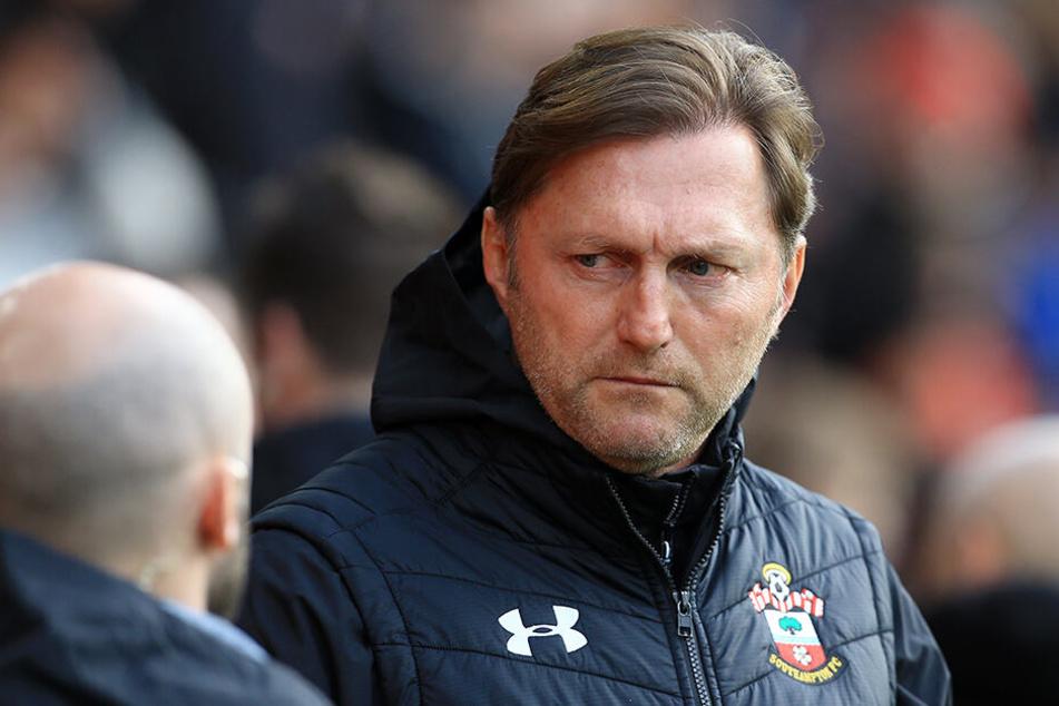 Ralph Hasenhüttl (51), Trainer des englischen Fußball-Erstligisten FC Southampton hat seinen Spielern verboten, am Abend vor einer Partie das WLAN im Teamhotel zu nutzen.