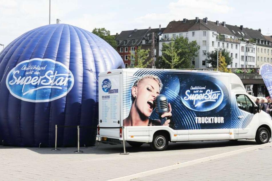 Der Castingtruck wird in 13 Städten in Deutschland, Österreich und der Schweiz halt machen.