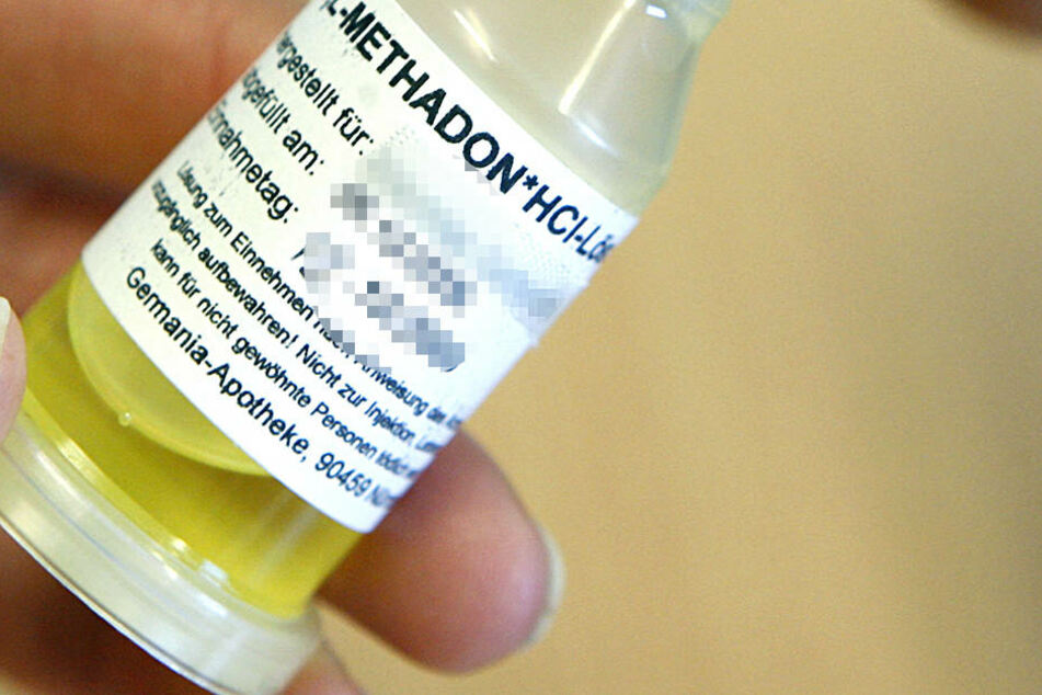 Methadon kostet acht bsi 20 Euro für 100 ml, die 4-6 Wochen reichen - Krebs-Medikamenten kosten 20.000 bis 25.000 Euro....