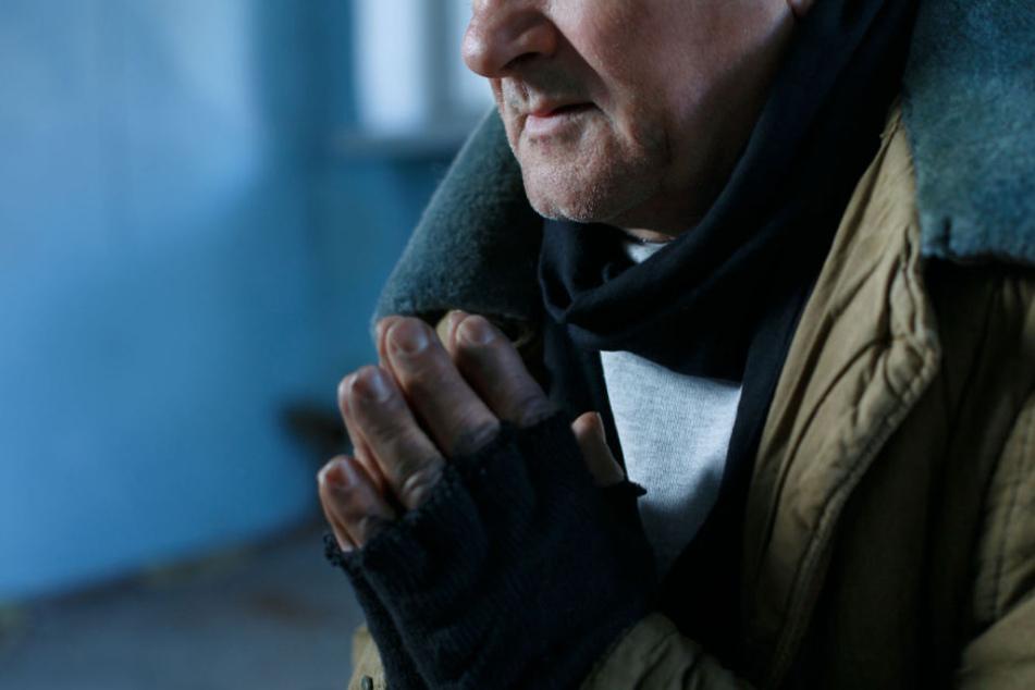 Mit einer schweren Rauchverletzung kam der obdachlose Mann in ein Krankenhaus. (Symbolbild)