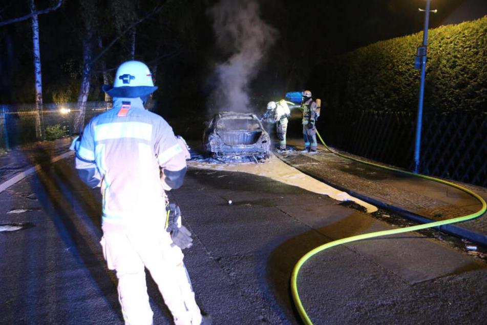 Die Feuerwehr wurde in der Nacht zum Samstag gegen 3:40 Uhr alarmiert.
