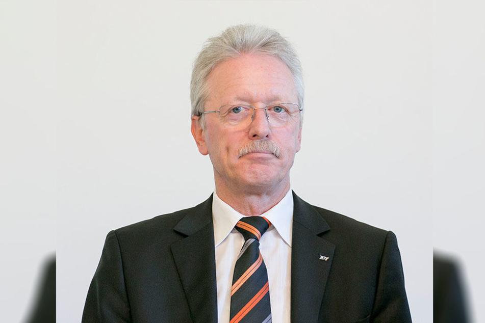 HTW-Rektor Roland Stenzel (62): Seine 5000 Studenten müssen jetzt bei krankheitsbedingtem Prüfungsrücktritt der Prüfungsbehörde vertrauliche Gesundheitsdaten offenlegen.