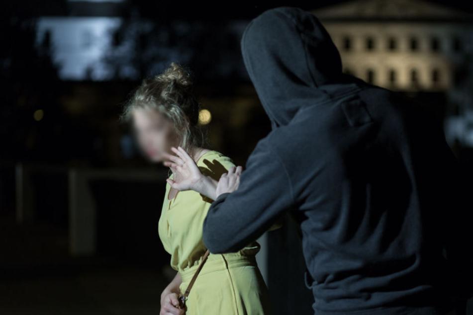 Die Frau wehrte sich mit einem Pfefferspray, doch der Täter ließ nicht locker. (Symbolbild)
