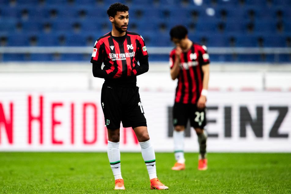 Schnappt sich Schalke auch Flügelflitzer Linton Maina (21), der in den vergangenen Jahren in seiner Entwicklung immer wieder von Verletzungen zurückgeworfen wurde?