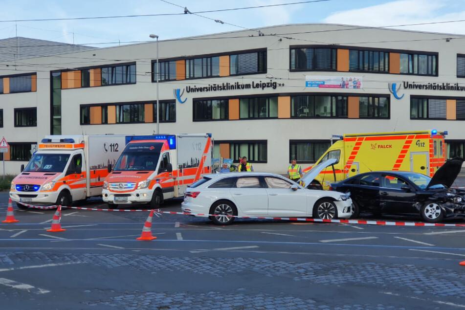 Nach ersten Informationen sind mehrere Personen verletzt worden.