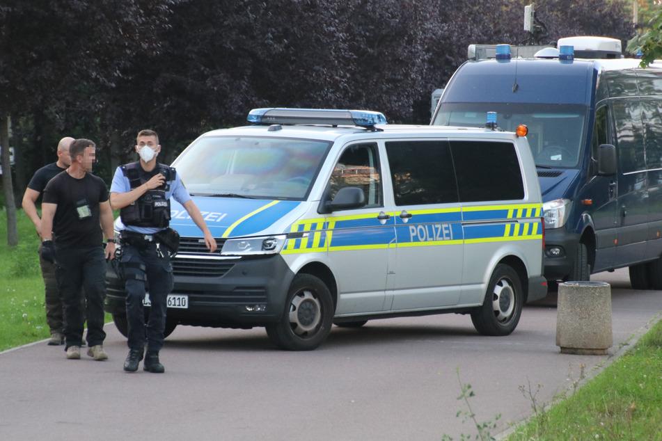 Das Gebiet rund um den Fundort des mutmaßlichen Sprengstoffs wurde von der Polizei abgesperrt.