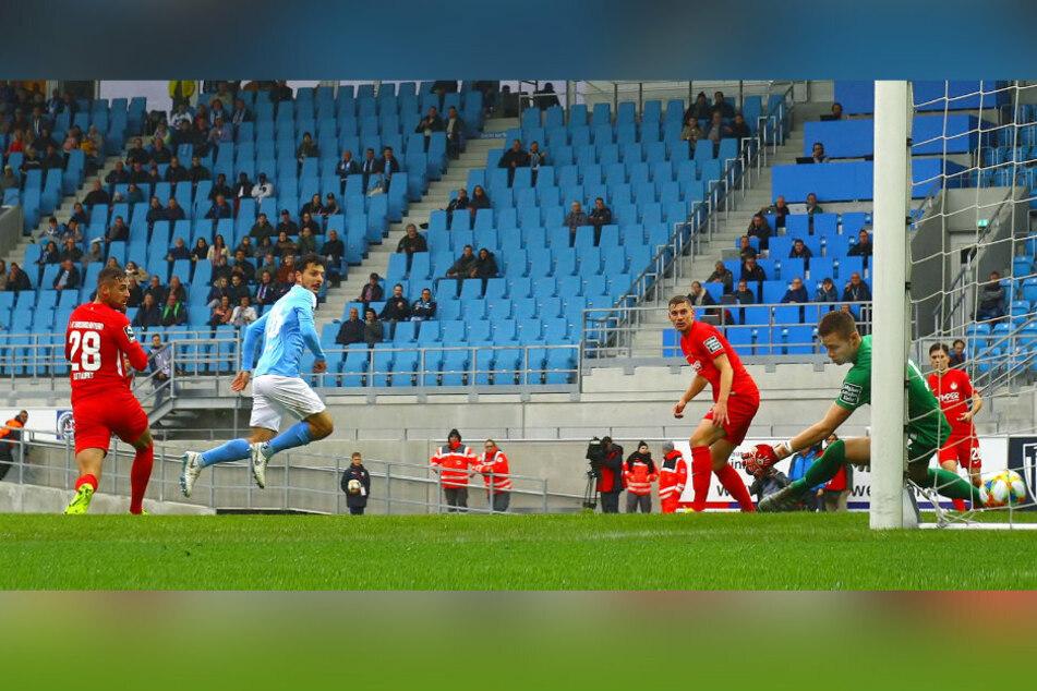Vielleicht eine Motivationsstütze: So machte Philipp Hosiner (M.) im Hinspiel das 1:0 gegen Kaiserslautern.