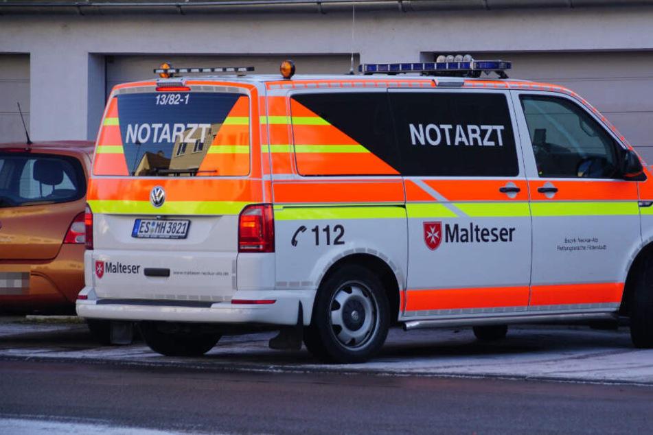 Achtjähriger zündet Böller und wird mit schweren Verletzungen in Klinik geflogen