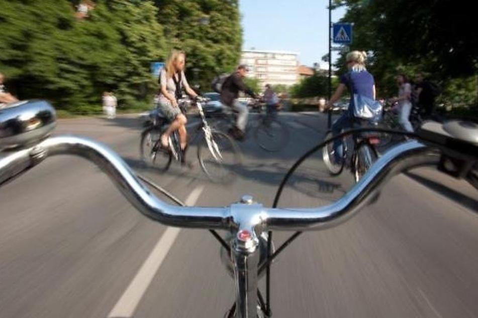 Der 17-Jährige war auf dem viel zu kleinen Fahrrad seiner Schwester unterwegs. (Symbolbild)
