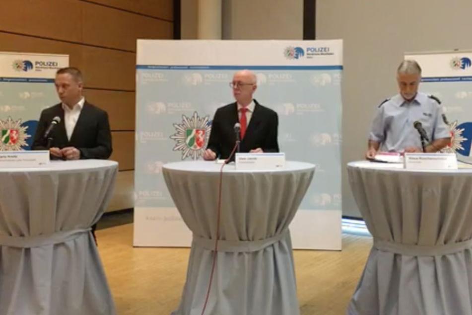 Das Polizeipräsidium Köln lud die Presse am Freitag, einen Tag vor dem Spiel, zur Pressekonferenz ein, um über die bevorstehenden Maßnahmen anzukündigen.