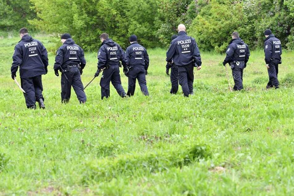 Am 10. Mai durchsuchten Polizisten das Gelände rund um den U-Bahnhof Wuhletal. Jetzt wurde die Leiche des Verdächtigen in einem See bei Kaulsdorf gefunden.