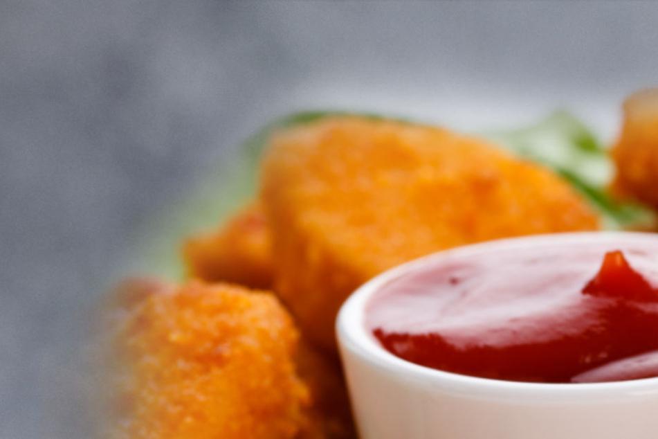 Die Mutter hatte Chicken Nuggets im Ofen, dann schließt sie sich aus: Ihr Sohn muss gerettet werden. (Symbolbild/Fotomontage)