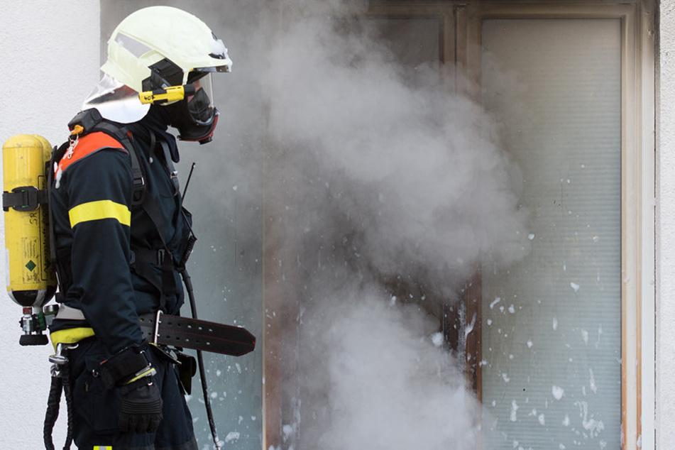 Zwei Menschen starben in den Flammen.  (Symbolbild)