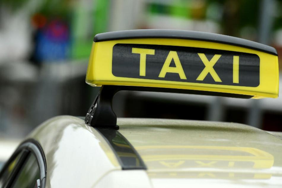 Die Opfer hatten zuvor das Taxi gerufen (Symbolfoto).