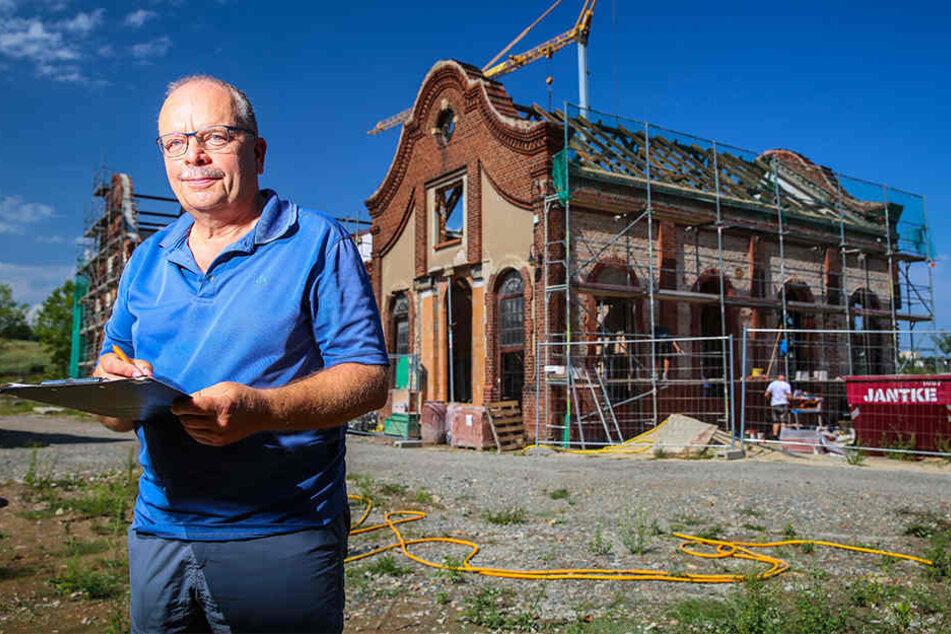Architekt Joachim Hannemann (64) vor dem zukünftigen Wohnhaus.