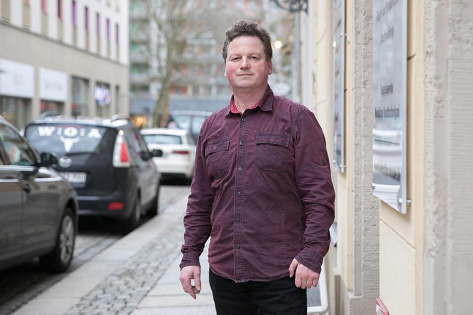 Ralf Büttner (47) hat sein Badtextil-Geschäft bewusst in  Sichtweite zur Hauptstraße.
