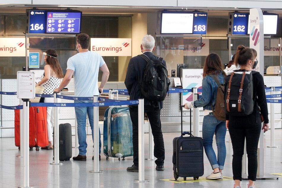 Passagiere am Flughafen Düsseldorf.