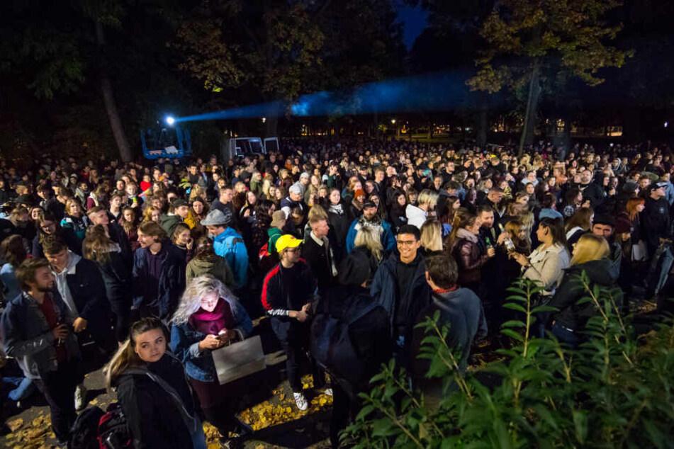 Die Fans warten auf Kummers Spontan-Konzert.