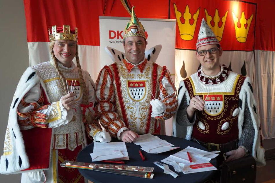 Das Dreigestirn des Kölner Karnevals wirbt für die Registrierung bei der DKMS.