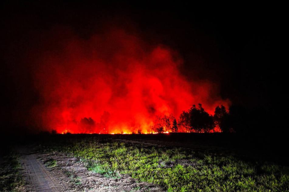 Das Feuer breitet sich immer weiter aus.